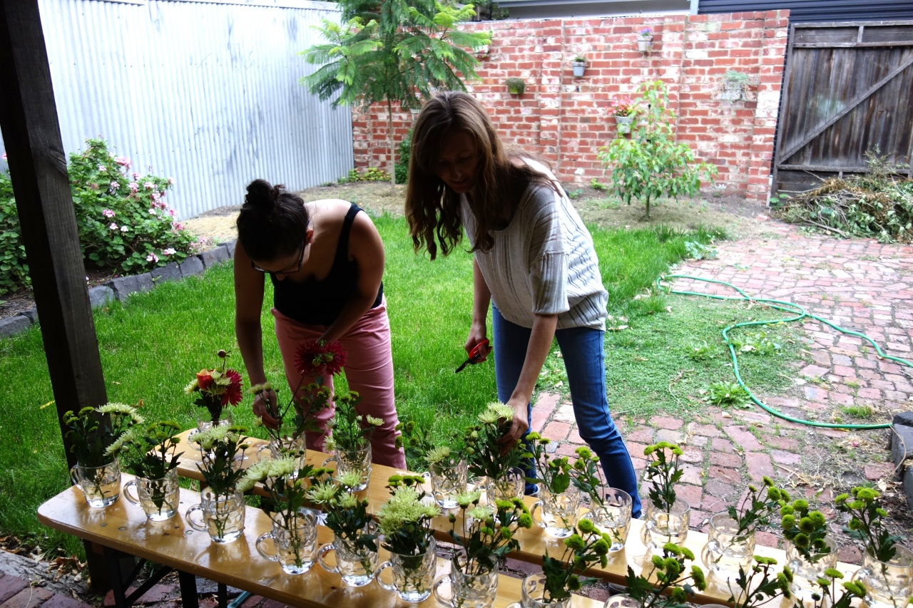 Preparing vessels with flowers